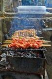 Geroosterde kip op de warme lente stock foto's