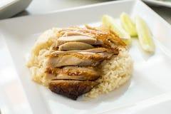 Geroosterde kip over rijst Royalty-vrije Stock Fotografie