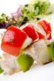 Geroosterde kip shashlik met peper stock fotografie