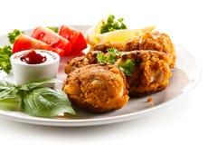 Geroosterde kippentrommelstokken en groenten Royalty-vrije Stock Afbeeldingen