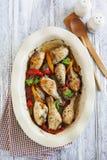 Geroosterde kippentrommelstokken met paprika stock afbeeldingen