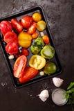 Geroosterde kleurrijke tomaten voor het maken van tomatensoep royalty-vrije stock foto's