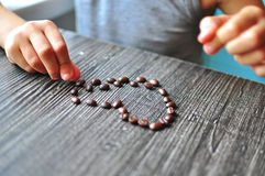 Geroosterde koffiebonen in vorm van hart Royalty-vrije Stock Fotografie