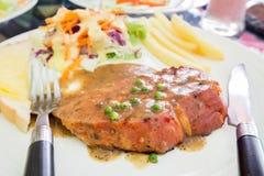 Geroosterde lapje vleesham op witte schotel, het lapje vlees van Dallas Royalty-vrije Stock Afbeeldingen
