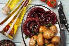 Geroosterde octopus met kleine aardappels royalty-vrije stock afbeelding