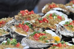 Geroosterde oester op het festival gastronomisch festival van festival gastronomisch festivalon stock foto