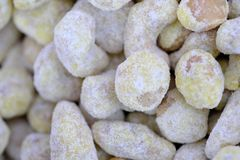 Geroosterde pitten van noten stock foto's