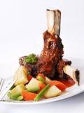 Geroosterde ribben met groenten Royalty-vrije Stock Afbeeldingen