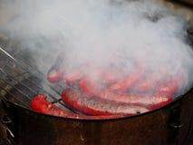 Geroosterde rokerige saussages stock afbeeldingen