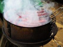 Geroosterde rokerige saussages stock foto's