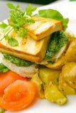 Geroosterde tofu op pesto Stock Afbeeldingen