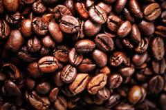 Geroosterde van koffiebonen textuur als achtergrond Arabische roosterende koffie Stock Fotografie