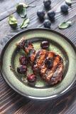 Geroosterde varkensvleesribben met pruimsaus Royalty-vrije Stock Fotografie