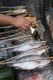 Geroosterde vissen in een markt in Laos Stock Foto's