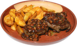 Geroosterde vleesballen met potatoespaanders en saus Stock Fotografie