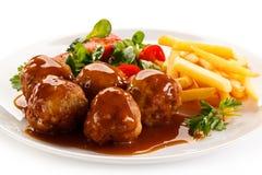 Geroosterde vleesballetjes met spaanders Stock Afbeeldingen