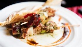 Geroosterde vleesvleespennen met groenten Royalty-vrije Stock Foto