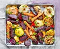 Geroosterde vruchten en groenten stock afbeeldingen