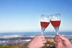 Geroosterde wijnglazen royalty-vrije stock afbeelding