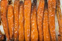 Geroosterde wortelen en uien Royalty-vrije Stock Foto's