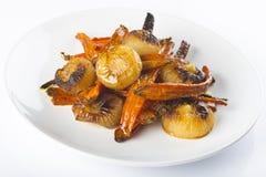 Geroosterde wortelen en uien Stock Fotografie