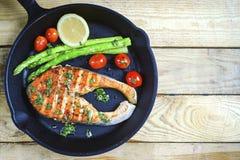 Geroosterde zalm en groenten Stock Foto