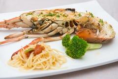 Geroosterde zeekreeft met spaghetti Stock Afbeelding