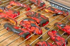 Geroosterde zoete Spaanse peper op de grill in de oven royalty-vrije stock afbeelding