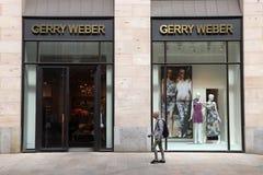 Gerry Weber robi zakupy Zdjęcia Royalty Free