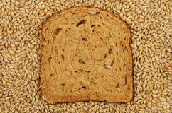 Gerste und Brot Stockfotografie