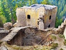 Geruïneerd binnenland van Likava Kasteel, Slowakije stock fotografie