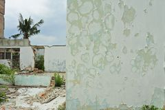 Geruïneerd en beschadigd verlaten huis Stock Afbeeldingen