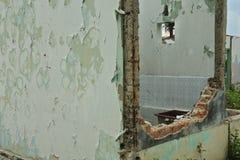 Geruïneerd en beschadigd verlaten huis Royalty-vrije Stock Afbeelding
