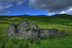 Geruïneerd Schots huis op hooglandvlaktes Stock Fotografie