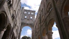 Geruïneerde abdij van Jumieges, Normandië Frankrijk, PAN stock videobeelden