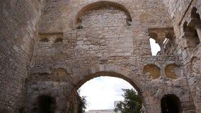 Geruïneerde abdij van Jumieges, Normandië Frankrijk, SCHUINE STAND stock video