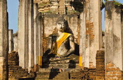 Geruïneerde Boedha in Wat Phra Si Ratana Mahaphat, Si Satchanalai, Thailand Stock Fotografie