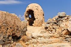 Geruïneerde brandpositie - de resten van oorlog, Gramvousa-vesting, Kreta, Griekenland Stock Fotografie