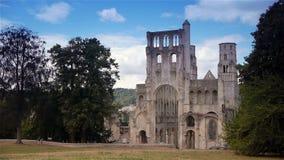 Geruïneerde buitenkant van abdij van Jumieges, Normandië Frankrijk stock video