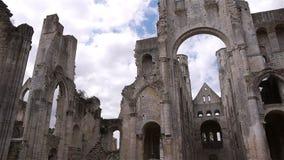 Geruïneerde buitenkant van abdij van Jumieges, Normandië Frankrijk, PAN stock footage