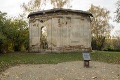 Geruïneerde gebouwen in ruïnes stock foto's