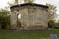 Geruïneerde gebouwen in ruïnes royalty-vrije stock afbeeldingen