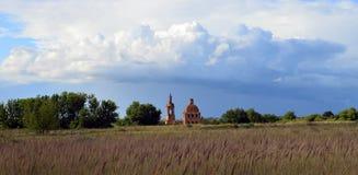 Geruïneerde kerk Stock Foto's