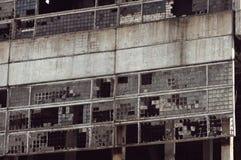 Geruïneerde muur van een installatie Stock Foto