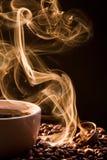 Geruch des guten cofee von einem Cup stockbild