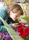 Geruch einer Blume lizenzfreies stockbild