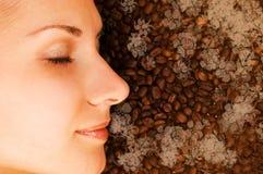 Geruch eines Kaffees lizenzfreie stockfotografie