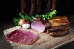 Geräucherte Wurst und Fleisch Stockbilder