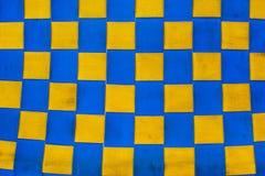 Geruite blauwe en gele stoffentextuur stock afbeeldingen