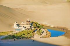 Gerundeter Frühling und Mingyue Pavillon in Dunhuang von Stockbilder